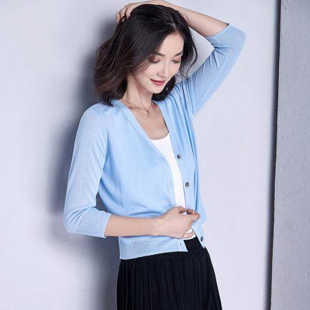 漫丽依春夏薄款冰丝V领七分袖针织衫·浅天蓝 648