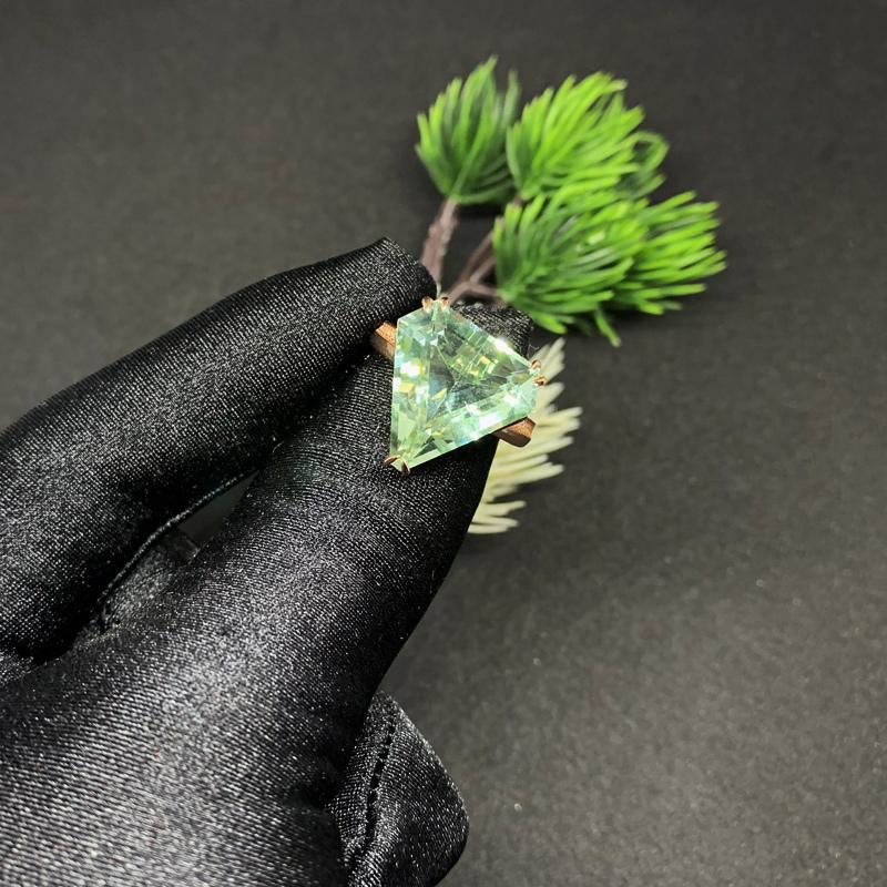 宫玉缘梦幻之星超大克拉天然绿水晶钻形戒指