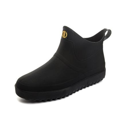 时尚软底防滑雨鞋男/女款_时尚护脚抵御初秋冷雨  820黑色短靴男