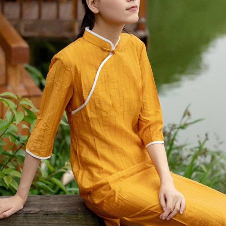 岐氏姐妹  新中式丝麻连衣裙领口手工盘扣斜襟棉麻连衣裙20-86·黄色